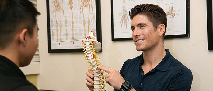 Chiropractor San Francisco CA Dr. Nick Cruze Explaining Spine